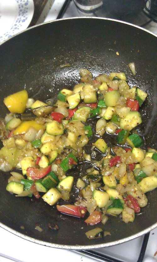 Steam-fried vegetables in the pan